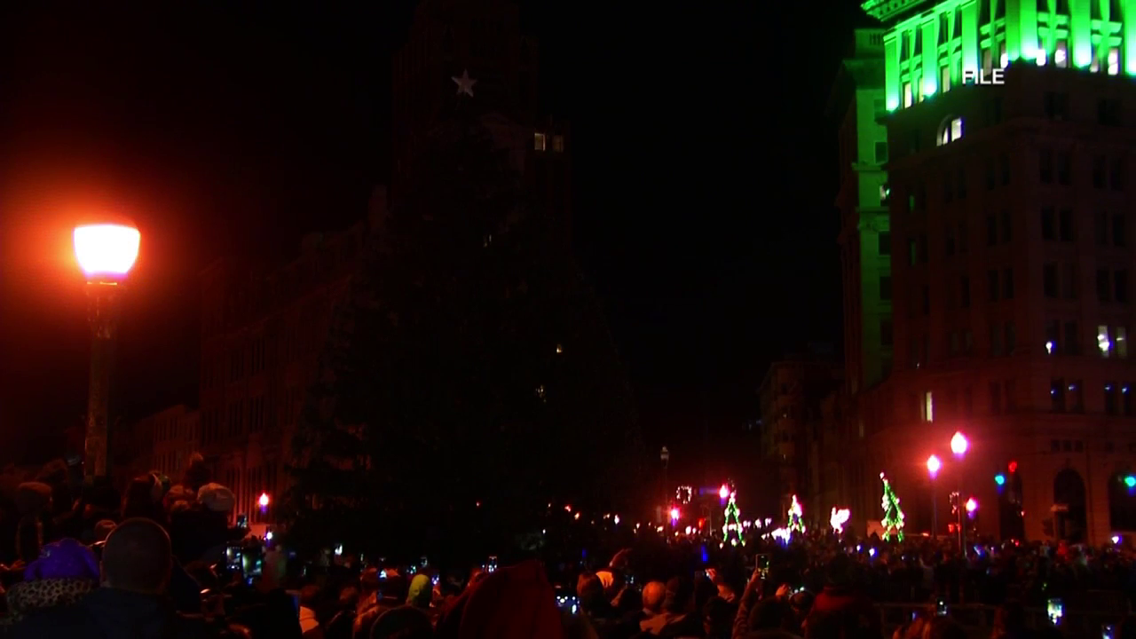 Home for the Holidays: Syracuse tree lighting ceremony