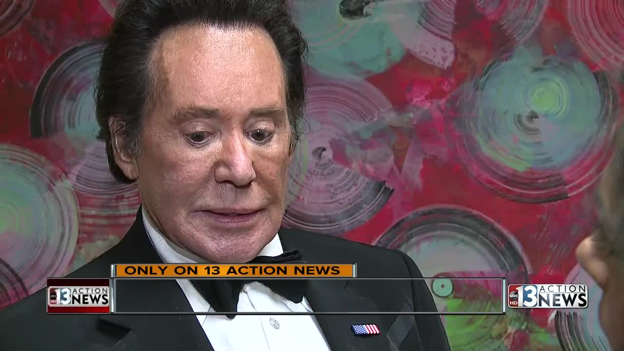 only on  wayne newton emotional after daughter  wife see thieves in home