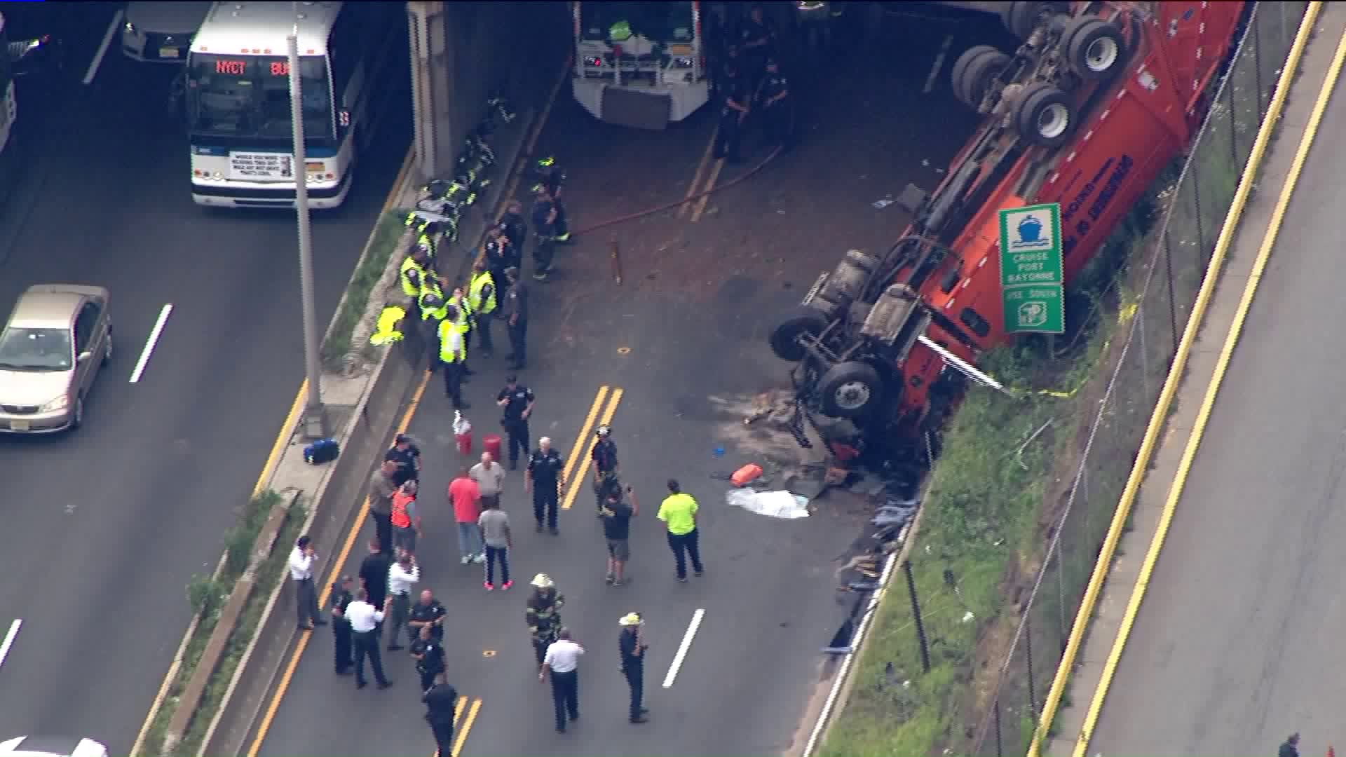 overturned truck lincoln tunnel