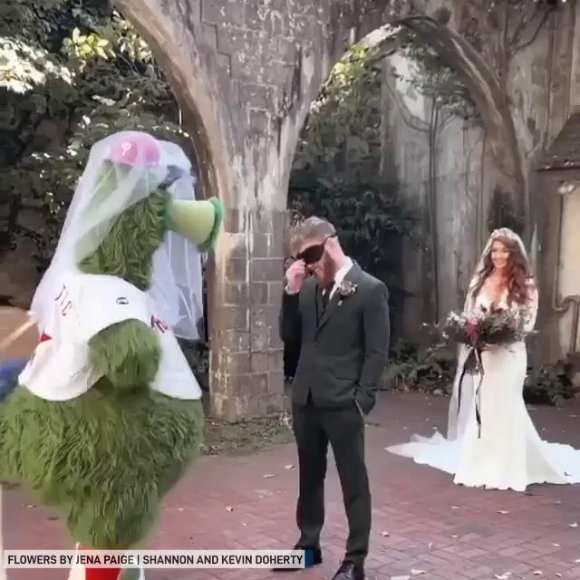 Phillie Phanatic surprises groom
