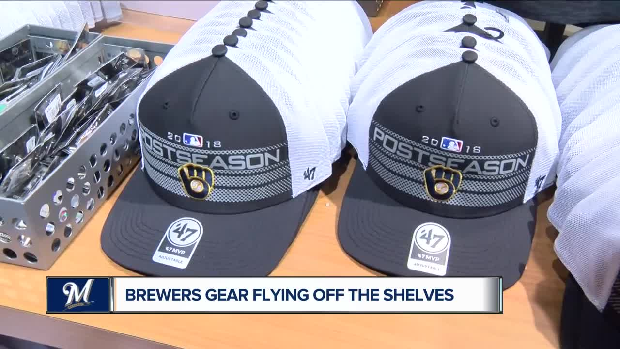 29691269f Fans flock to Miller Park for Brewers playoff gear