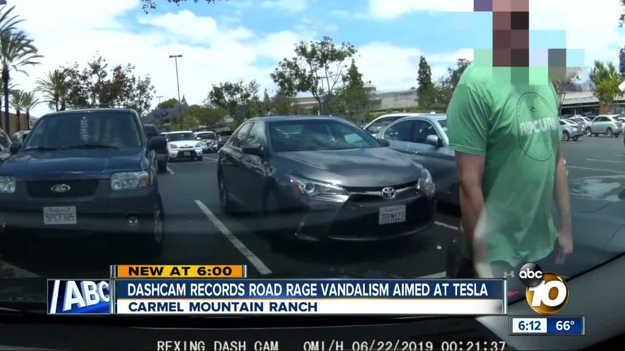 Dashcam captures road-rage vandalism targeting Tesla owner