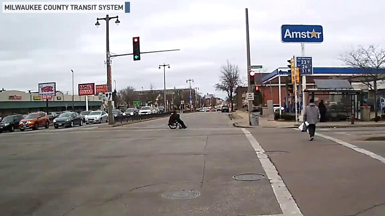 Milwaukee bus driver helps woman in wheelchair