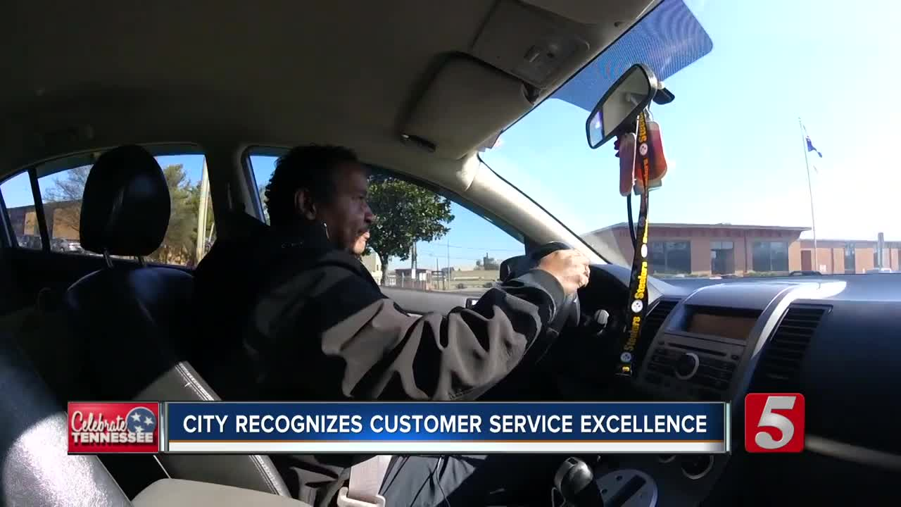 Office Christmas Party Uber Driver.Nashville Uber Driver Awarded For Great Service