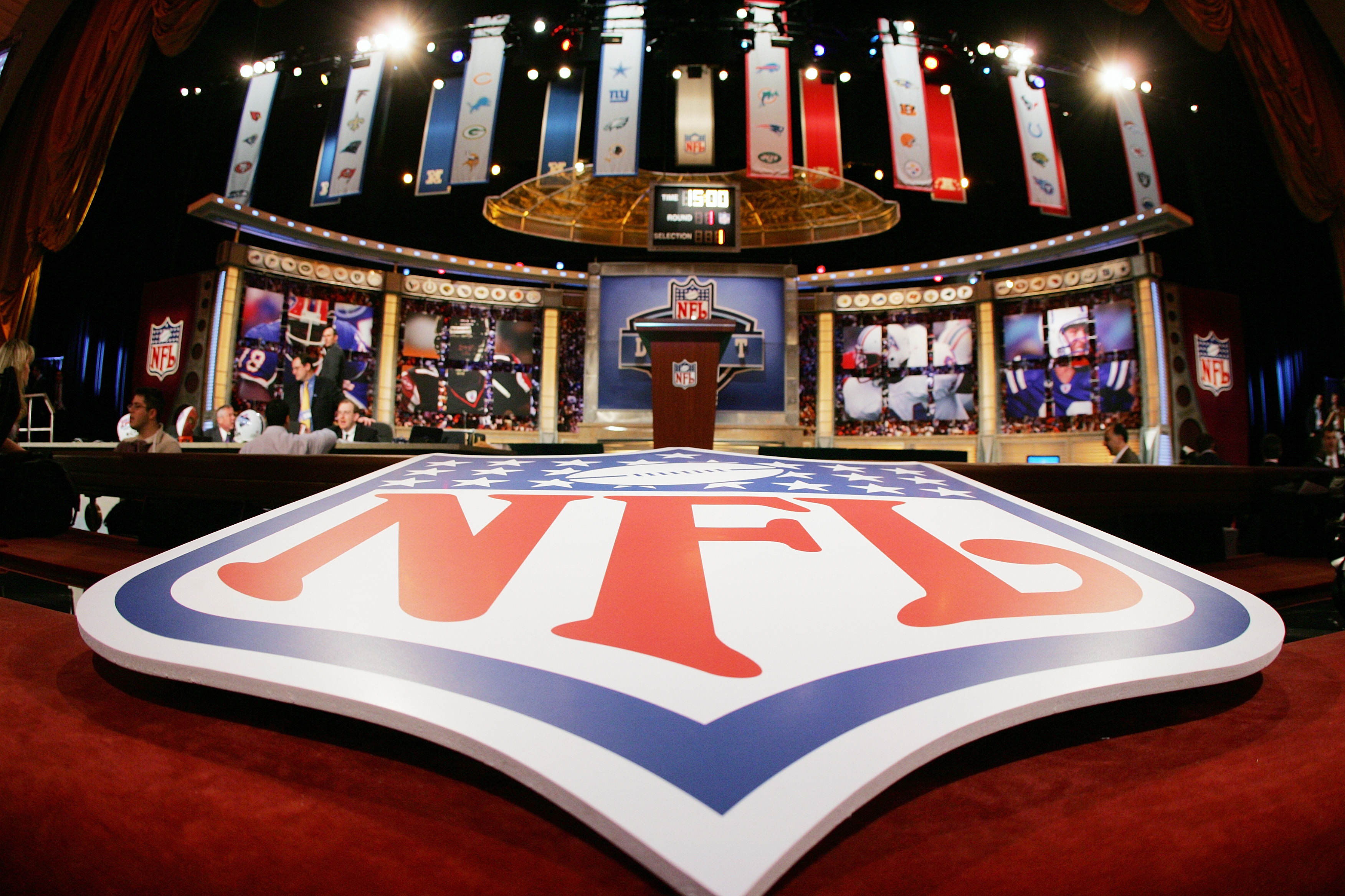 NFL's wild Las Vegas draft plan: Picks, boats and the Bellagio fountains