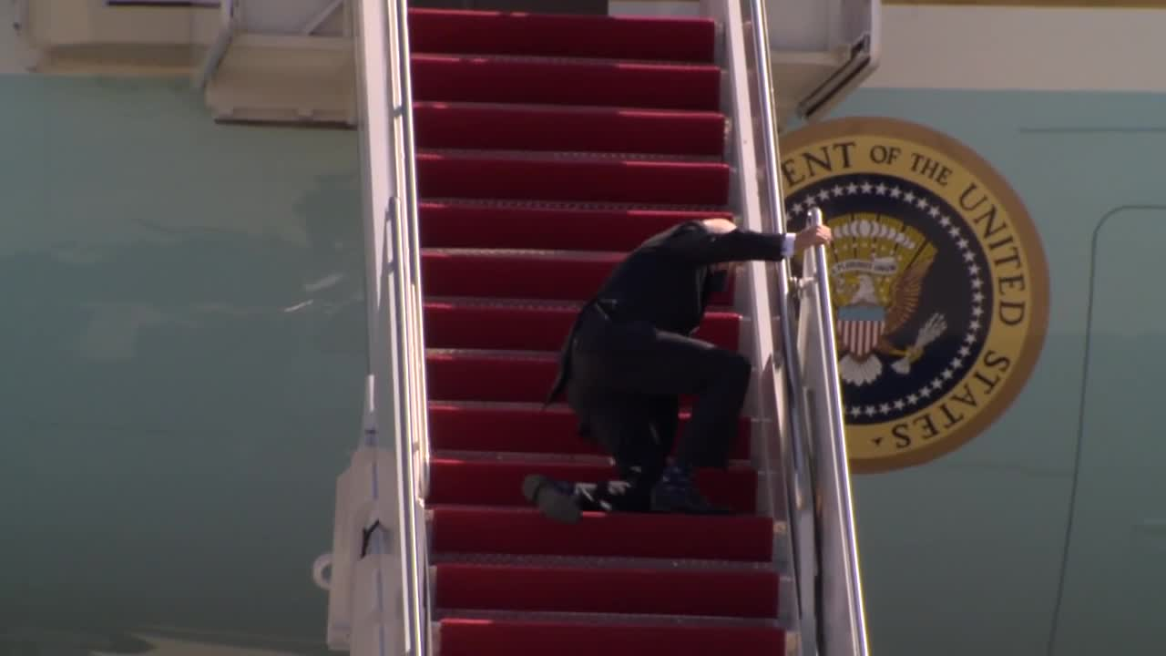 Biden fine after stumbling on stairs to Air Force One