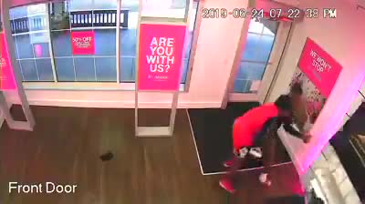 VIDEO: 3 men sought in brazen T-Mobile store theft in