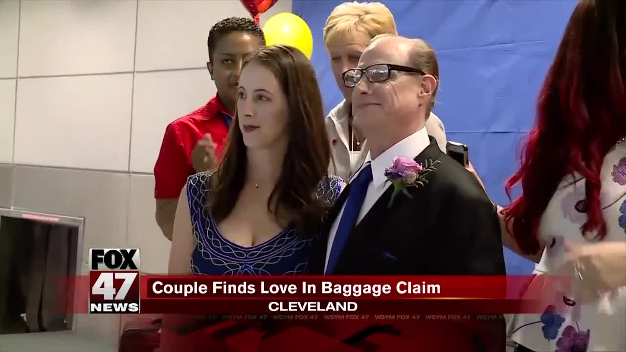 Couple gets married at Cleveland Hopkins International Airport