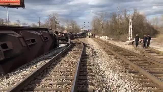 Train derails in Nashville, buildings evacuated