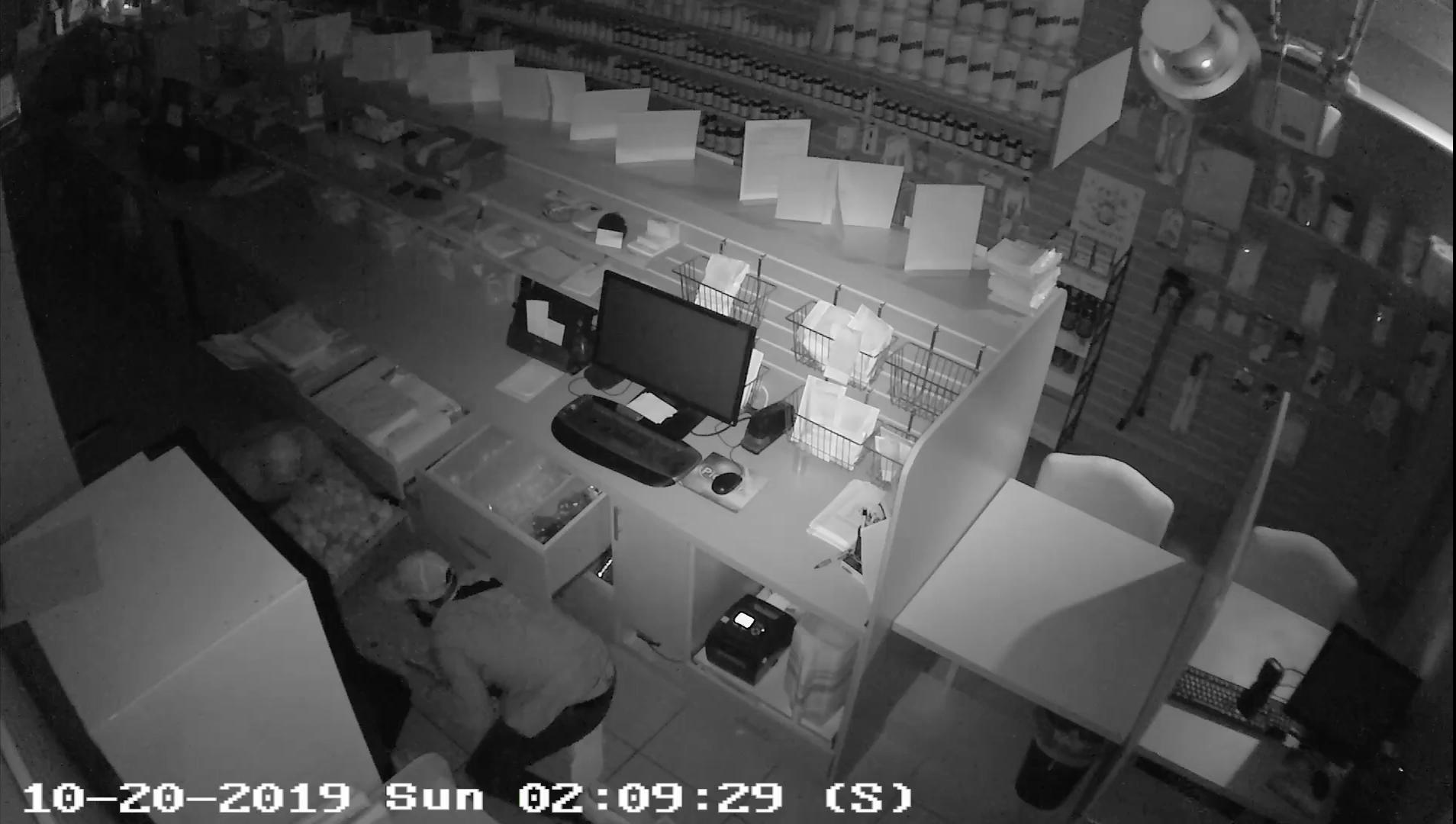 Nuevos videos muestran el robo a una farmacia de Boca Raton.