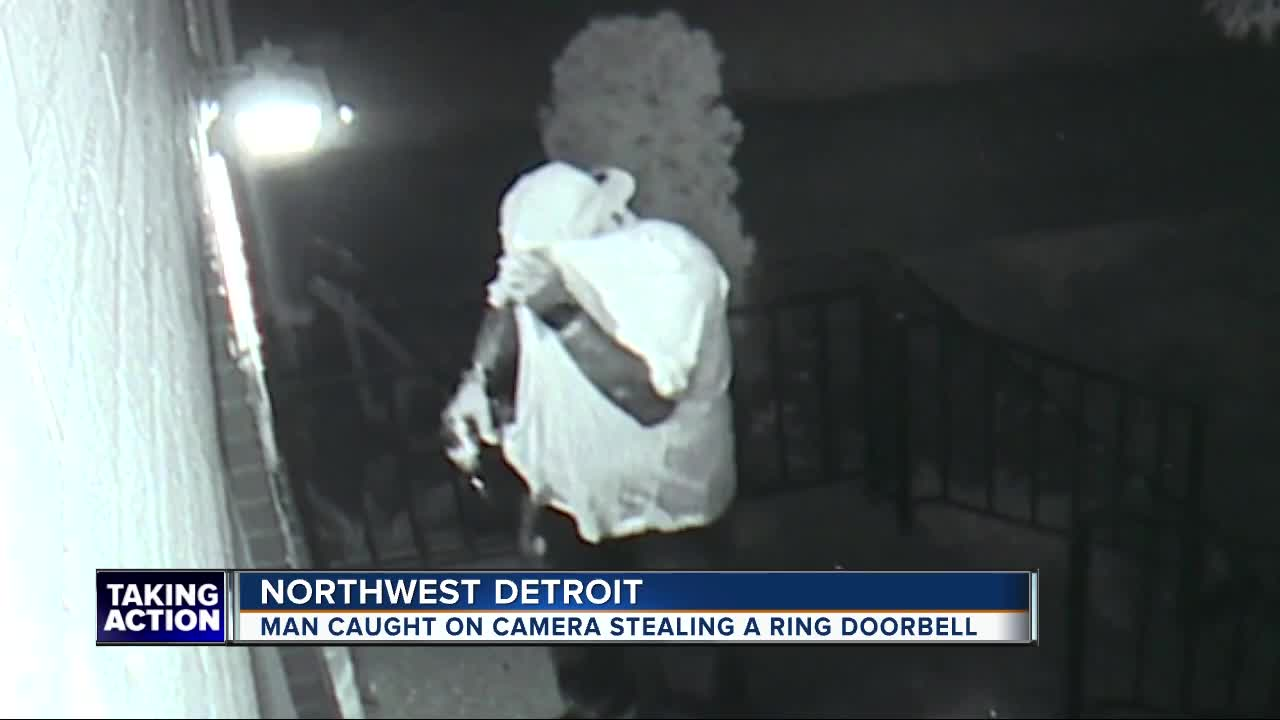 VIDEO: Man stealing Ring Video Doorbell, fails to spot