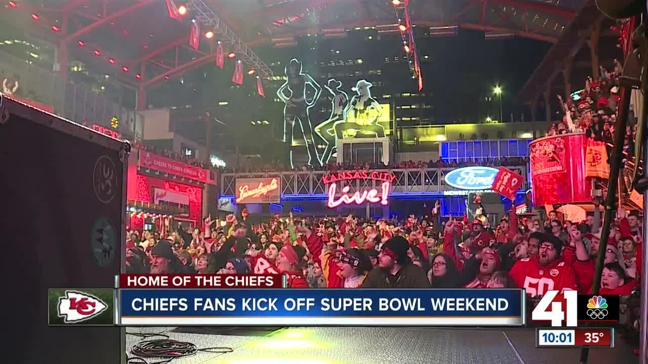 DeForest Buckner sacks Patrick Mahomes in Super Bowl LIV